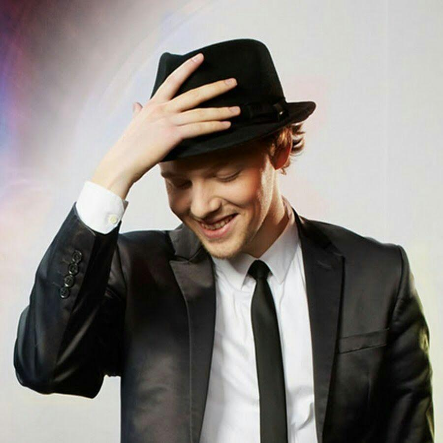 Photo of Tim: al via nuovo spot con Just Some Motion, il ballerino tedesco star del web