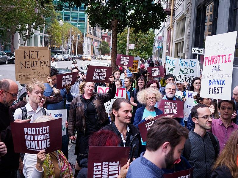 Photo of Mozilla e Free Press contro l'abrogazione della Net neutrality: iniziano i ricorsi dei procuratori generali contro la decisione della Commissione