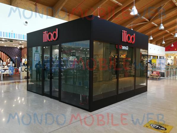 Photo of Iliad: fila allo Store di Catania per attivare la SIM dopo riapertura e messa in sicurezza