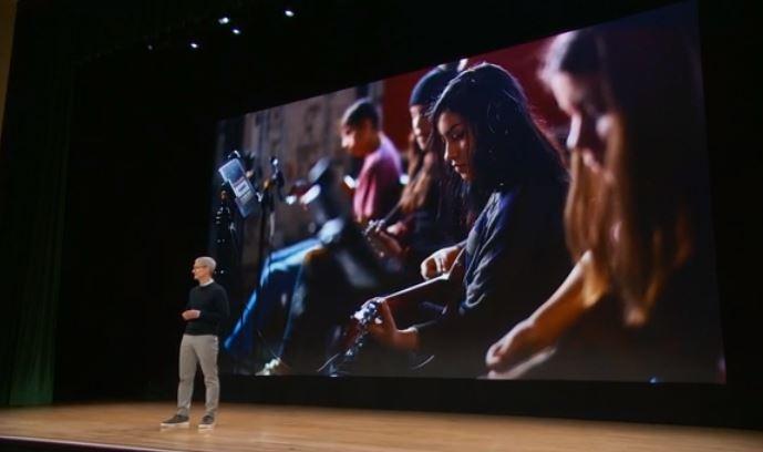 Photo of Apple presenta ufficialmente iOS 12, watchOS 5, macOS Mojave le Memoji e tante altre novità