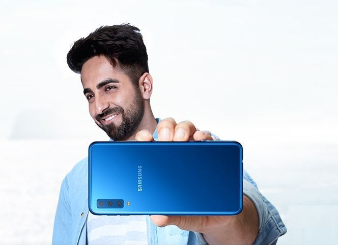 Photo of Con Smartphone Christmas Edition di Tre, possibilità di comprare un Galaxy J6+ a rate di 0 euro al mese