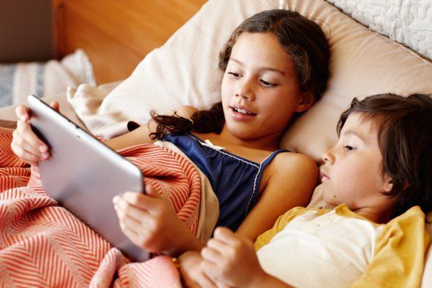 Photo of Bambini e schermi: conseguenze e rischi per i più piccoli