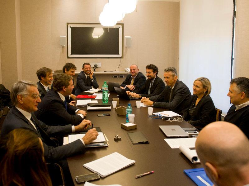 Photo of MISE si è svolto l'incontro per il Piano Nazionale Banda Ultralarga (BUL) per coprire le aree bianche