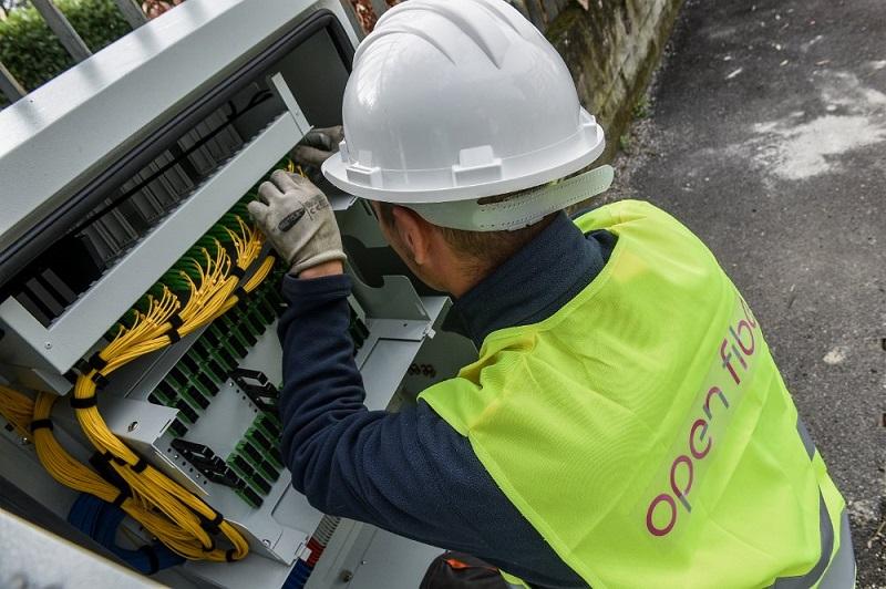 Photo of Open Fiber: ecco le nuove misure per coprire l'Italia in fibra entro il 2023