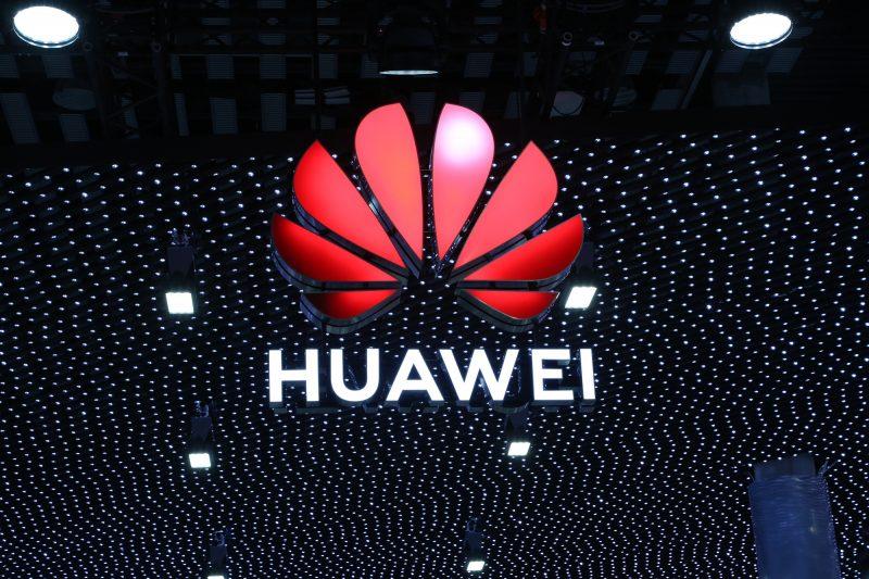 Photo of Caso Huawei: arriva la licenza temporanea del Dipartimento del Commercio USA. Tregua di 90 giorni