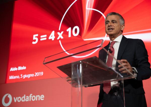 Photo of Vodafone alla Camera: agire su limiti elettromagnetici e iter burocratici per potenziare la rete