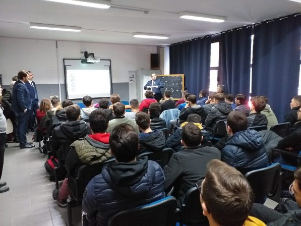Photo of Open Fiber: torna il percorso formativo dedicato agli studenti dell'ITIS Ferraris di Scampia