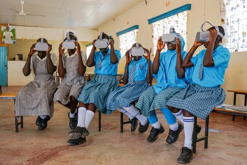 Photo of Fondazione Vodafone: un tour VR alla National Gallery per gli studenti profughi di Kakuma con il 5G