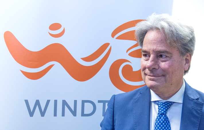 Photo of Wind Tre scende a 22,5 milioni di clienti sul mobile, ARPU in lieve aumento