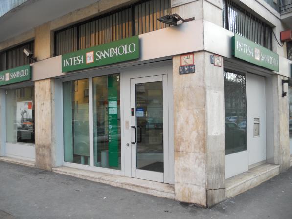 Photo of Sospensione del conto Intesa Sanpaolo: nuovo tentativo di truffa tramite SMS